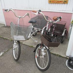 大人用三輪車2台入荷しております。