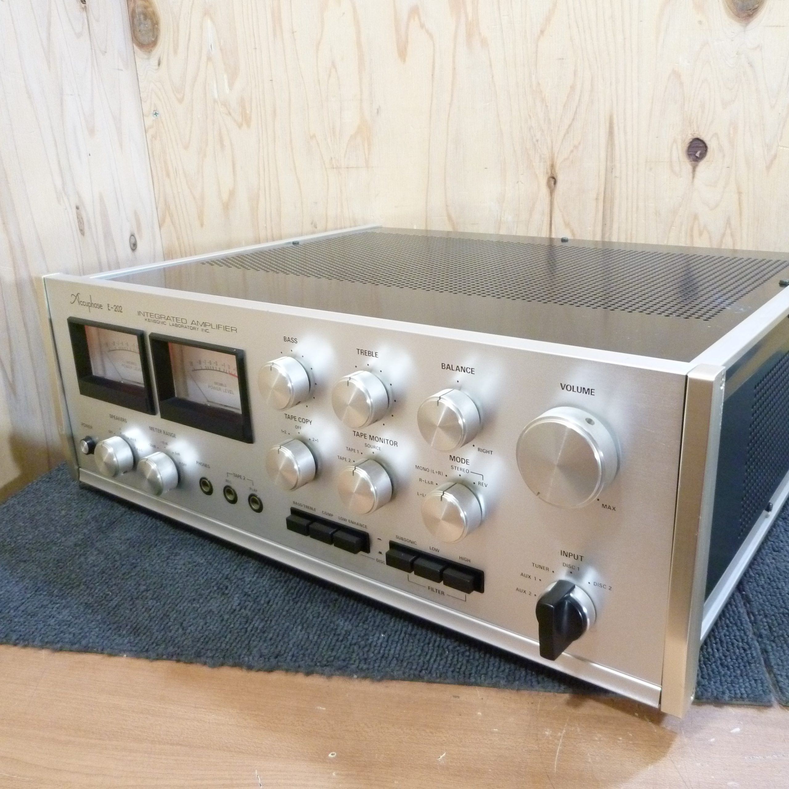 Accuphase / E-202