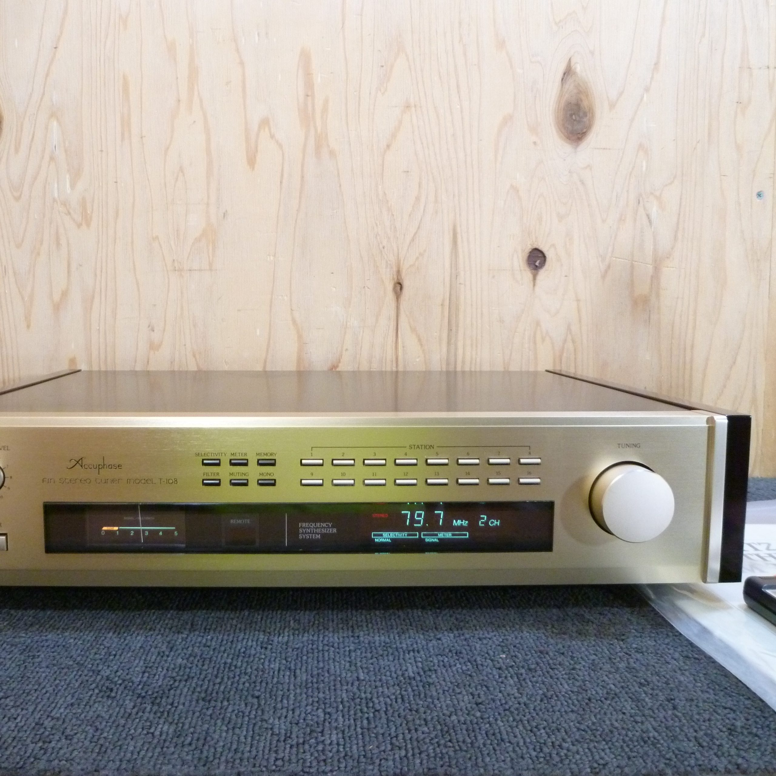 Accuphase / T-108